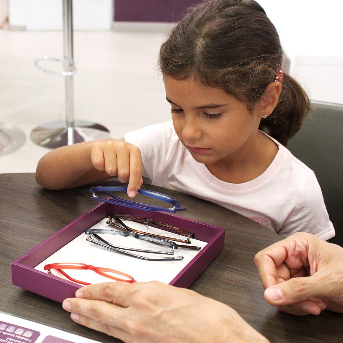 2afde011c8 ... Afflelou disponemos de una 'Garantía Especial para Niños' por la cual  Alain Afflelou Óptico se compromete a cambiar gratis los cristales de las  gafas de ...