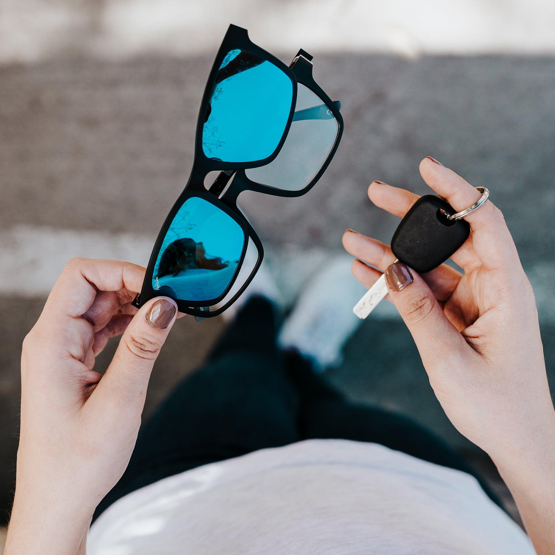708adb60de De este modo, sobre las gafas normales, podrás ir colocando cada uno de los  clips que tendrás contigo, según cual sea tu necesidad puntual.