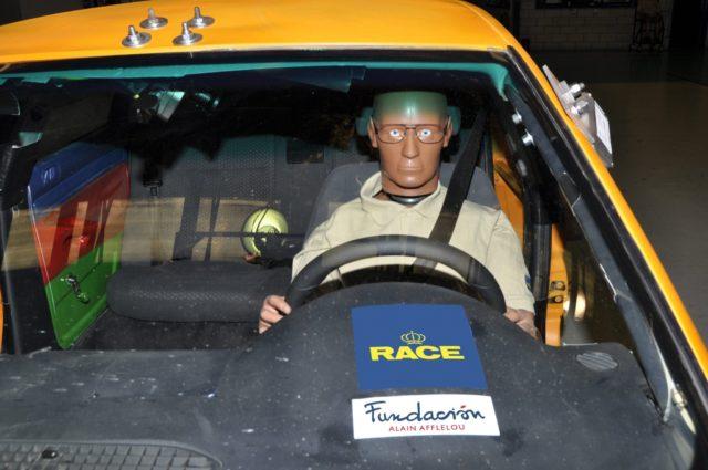 En una prueba de impacto severo contra un airbag frontal, las gafas no se rompen, y reducen el riesgo de lesiones oculares
