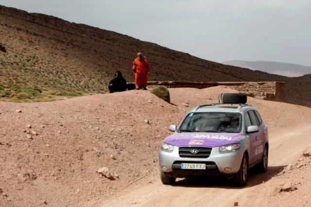 """La Fundación Alain Afflelou participa en el proyecto solidario """"El desierto de los niños"""" y traslada a 4 ópticos a Marruecos para revisar la vista a los niños de la zona"""