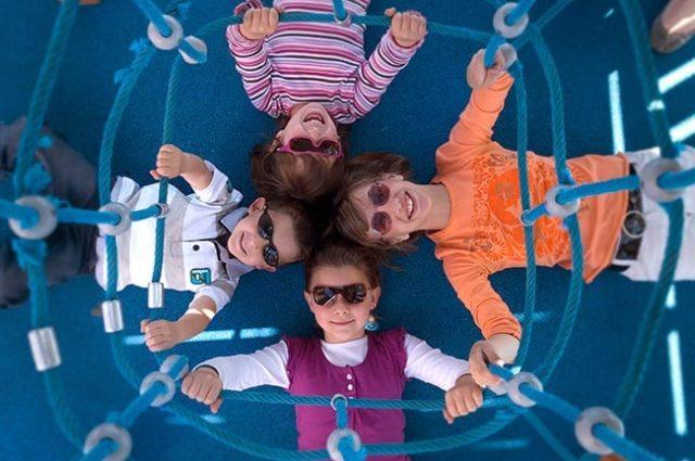 Los oftalmólogos alertan de la escasa protección de los ojos de los niños