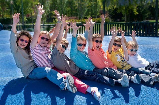 Proteger los ojos de los efectos del sol es esencial durante la infancia