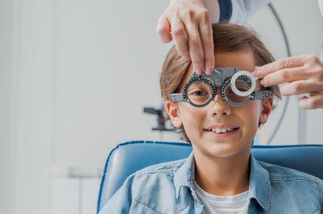 ¿Es posible controlar el aumento de la miopía infantil?